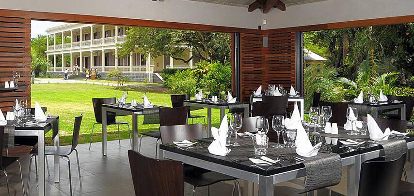 fine-dining-dinner-table-du-chateau-restaurant-8.jpg