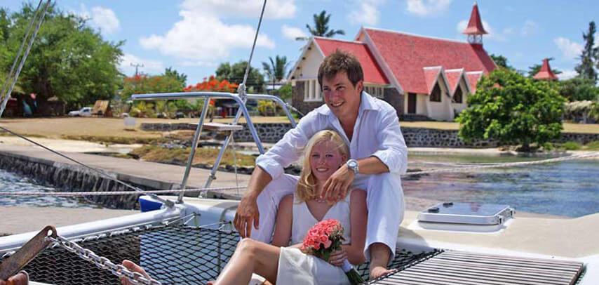 Exclusive Catamaran Cruise – Coin de Mire & Flat Island