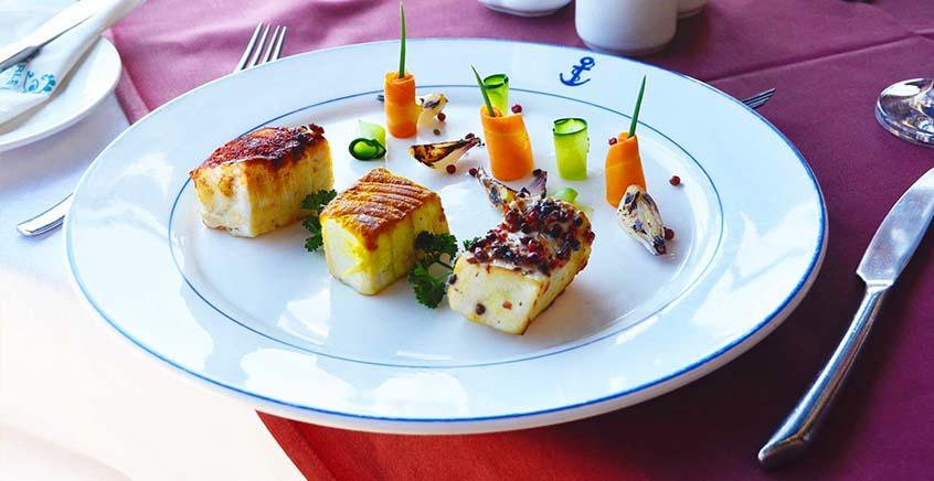 Lunch at Horizon Restaurant (Pearle Beach Hotel)
